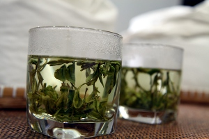 Steeping Longjing tea